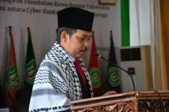 Dr. Fachruddin Mangunjaya saat membacakan doa