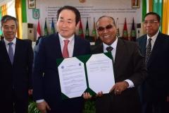 Foto Bersama Rektor UNAS Dr. El Amry Bermawi Putera, M.A dengan Rektor Hankuk University Prof Jang Youn Cho (2)