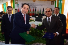 Foto Bersama Rektor UNAS Dr. El Amry Bermawi Putera, M.A dengan Rektor Hankuk University Prof Jang Youn Cho