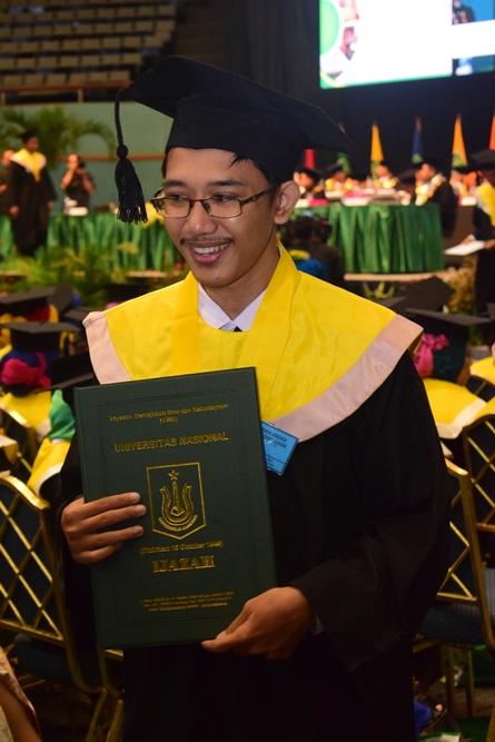 Wisudawan Universitas Nasional