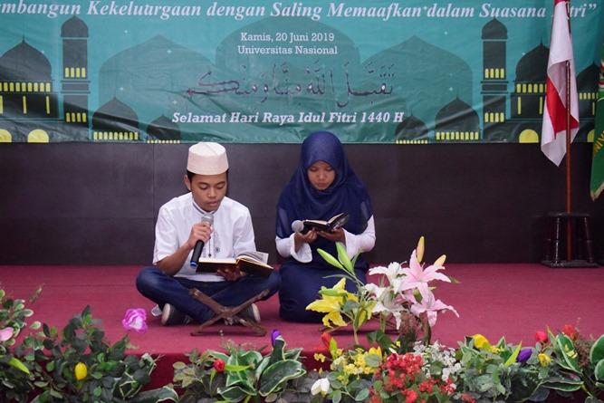"Pembacaan Al-Qu'ran pada acara Halal bihalal fakultas biologi ""Membangun Kekeluargaan  di Aula dengan saling memaafkan dalam suasana fitri"" pada Kamis (20/6) di Auditorium blok 1 lantai 4"