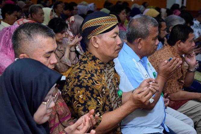 "Halal bi halal Yayasan Memajukan Ilmu dan Kebudayaan (YMIK) ""Merajut Ukhuwwah Di Tengah Pluralisme Ummat"". Di Auditorium blok 1 lantai 4 UNAS, Senin (17/6)"