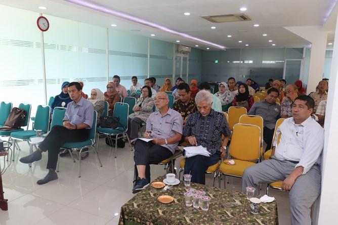 Para dosen yang menghadiri penyuluhan hibah dikti 2019-2010 di ruang seminar blok 1 lantai 3 UNAS, Selasa (9/4)