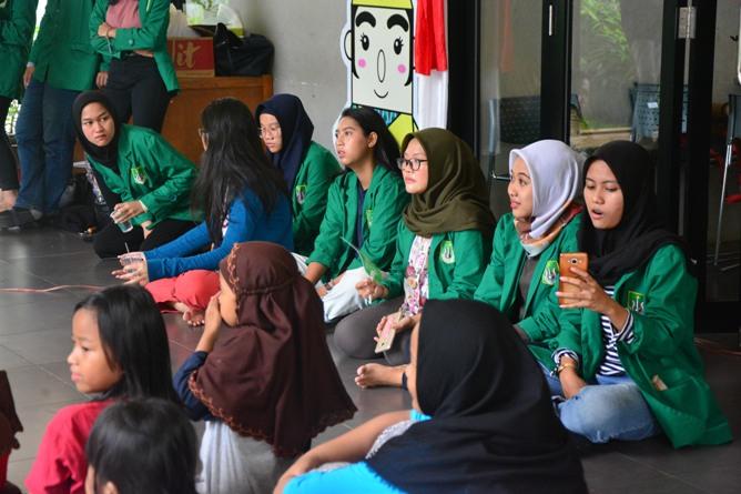 Himpunan Mahasiswa Ilmu Komunikasi Universitas Nasional (HIMAKOM UNAS) melangsungkan kegiatan Pengabdian Kepada Masyarakat (PKM), di Ruang Publik Terpadu Ramah Anak (RPTRA) Malinjo (12)