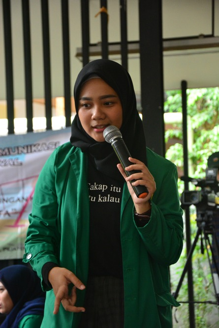 Himpunan Mahasiswa Ilmu Komunikasi Universitas Nasional (HIMAKOM UNAS) melangsungkan kegiatan Pengabdian Kepada Masyarakat (PKM), di Ruang Publik Terpadu Ramah Anak (RPTRA) Malinjo (7)