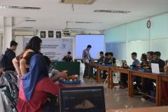 Himpunan Mahasiswa Teknik Informatika Gelar Workshop Kreatif dan Inovatif Robotik (1)