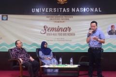 pembukaan seminar oleh moderator