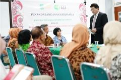 Ketua Hokkaido Aido Agri Corporation Association (ACA), Jepang saat memberikan sambutan didepan Dekan dan para dosen fakultas pertanian serta mahasiswa