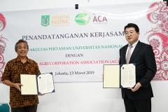 Foto Bersama Dekan Fakultas Pertanian Ir. Inkorena G.S. Sukartono, M.Agr dan Ketua Hokkaido Aido Agri Corporation Association (ACA), Jepang