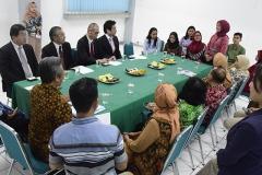 Suasana saat para mahasiswa memperkenalkan diri kepada delegasi jepang
