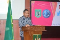 Dekan FH Dr. Ismail Rumadan, S.Ag., M.H saat memberi sambutan