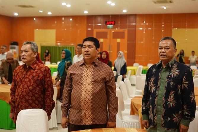 (kiri-kanan) Dekan Fakultas Biologi Universitas Nasional Drs. Imran Said Lumban Tobing, M.Si, Wakil Rektor Bidang Akademik Prof. Dr. Iskandar Fitri, S.T., M.T.,  Dekan Fakultas Biologi Universitas Jenderal Sudirman Prof. Dr. Imam Widhiono MZ