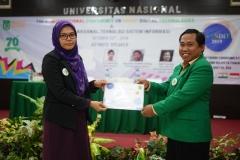 Penyerahan Cinderamata UNAS kepada Dosen Universiti Pendidikan Idris Malaysia
