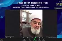 President Islamic University, Ukraine Prof. Sheikh Ahmad Tamim  sedang memaparkan materinya dalam kegiatan seminar internasional.