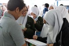 Keseruan Saat menjelaskan tentang UNAS ke pengunjung pameran
