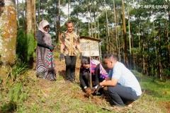 kegiatan-penanaman-pohon-dalam-bina-desa-2