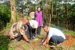 kegiatan-penanaman-pohon-dalam-bina-desa