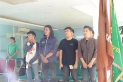 Partisipan menyanyikan lagu Indonesia Raya
