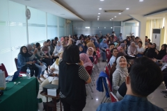 Suasana diskusi dan belajar berbagai bahasa bersama