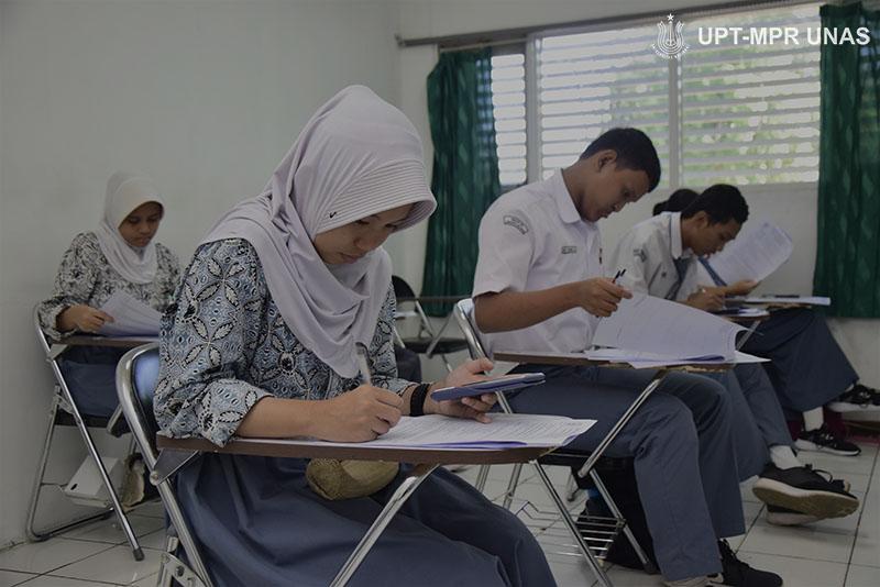 Siswa-mengikuti-OSN-di-Universitas-Nasional-di-ruang-kelas-blok-3-lantai-3