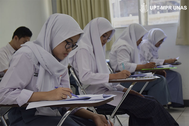 Terdapat-lebih-dari-dua-ratus-siswa-yang-mengikuti-OSN-di-UNAS