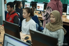 Para peserta saat mengikuti pelatihan dasar web dasar dan media sosial.