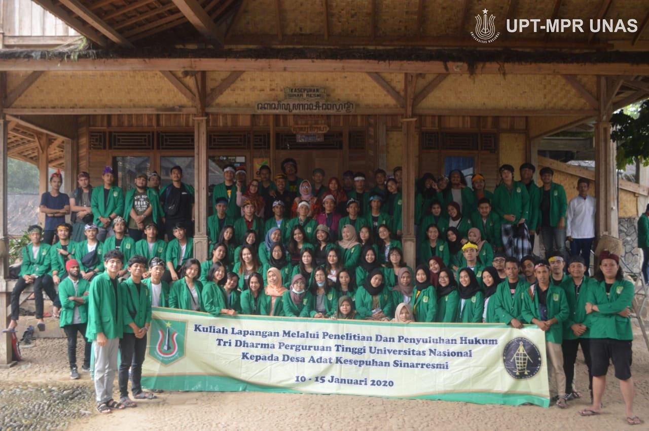 Foto bersama dalam kegiatan PKM Fakultas Hukum