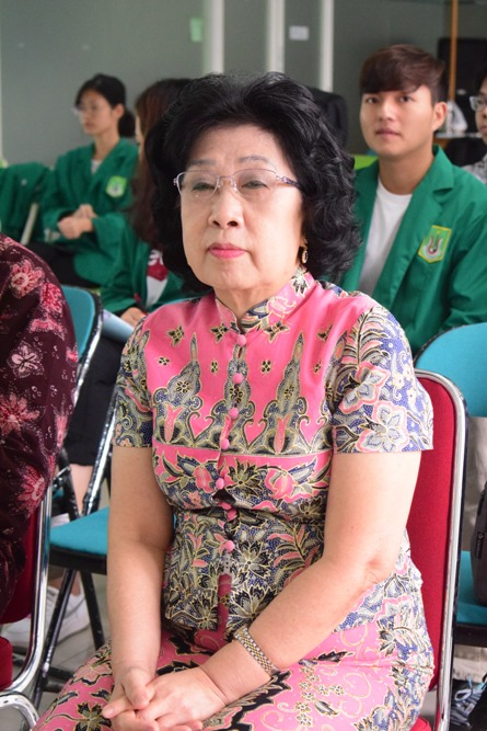 Ketua Pusat Kajian Budaya Tionghoa (Dr. Soen Ai Ling. MA)