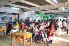 Suasana Sunatan Massal di Universitas Nasonal