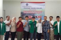 foto bersama tim relawan