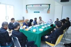 Suasana wawancara anggota PBH Unas dengan para peneliti dari Pusat Pengembangan Data dan Informasi Penelitian Hukum dan HAM