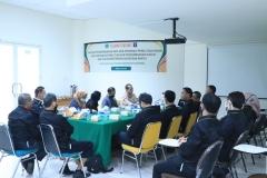 Suasana wawancara anggota PBH Unas dengan para peneliti dari Pusat Pengembangan Data dan Informasi Penelitian Hukum dan HAM (2)