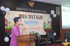pembacaan doa oleh salah satu mahasiswa dari program studi agroteknologi
