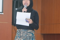 Rohmah Novia, moderator dalam talkshow pada acara Dies Natalis Himagro