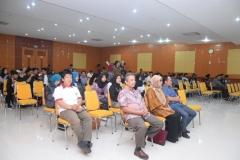 para mahasiswa dan dosen yang hadir dalam acara dies natalis himagro