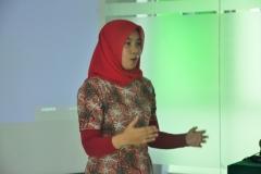 Saat menyanyikan lagu Indonesia raya