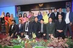foto bersaama calon wisudawan dan wisudawati program studi Hubungan Internasional dalam kegiatan Yudisium FISIP