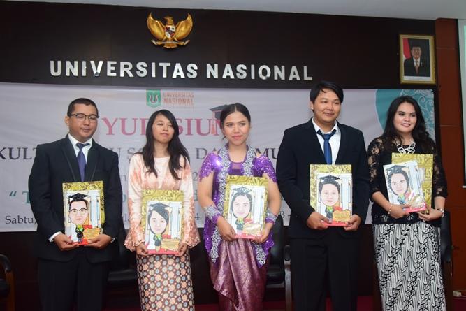 foto bersama para lulusan terbaik dari masing-masing program studi FISIP