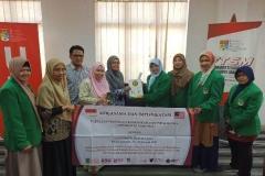 pemberian-cenderamata-dari-FTKI-Unas-ke-Universiti-Kebangsaan-Malaysia