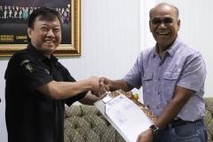 (Kiri-kanan) Terens - Rektor Universitas Nasional Dr.Drs. El Amry Bermawi Putera, M.A