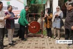 Pembukaan oleh Dr. Drs. Zainul Djumadin, M.Si (Wakil Rektor Bidang Kemahasiswaan) di acara Bazar Kewirausahaan 2019