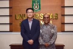 Foto bersama Rektor Universitas Nasional  Dr. El Amry Bermawi Putera. M.A  dengan Manager Of  King Sejong Institute