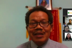Dekan Fakultas Bahasa dan Sastra Drs Somadi, M.Pd. saat memberikan sambutan dalam acara kegiatan penyerahan beasiswa yayasan korindo pada Selasa, 29 September 2020 di Jakarta