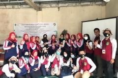 mahasiswa dan dosen fakultas pertanian yang mengikuti program KKL di Undrus Binangun, Kadudampit, Kecamatan Sukabumi, Jawa Barat.