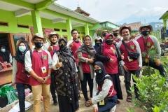 mahasiswa dan dosen fakultas pertanian yang mengikuti program KKL di Undrus Binangun, Kadudampit, Kecamatan Sukabumi, Jawa Barat.  (2)