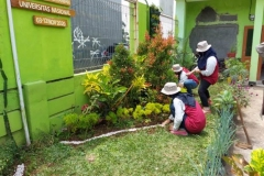 mahasiswa KKL sedang membuat taman di Undrus Binangun, Kadudampit, Kecamatan Sukabumi, Jawa Barat (2)