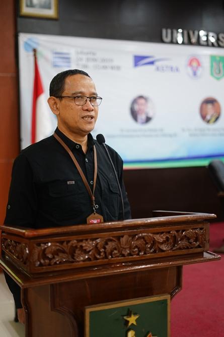 Asisten Deputi Bidang Kewirausahaan Pemuda Kemenpora Drs. Imam Gunawan, MAP