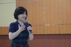 Narasumber Kuliah Umum saat memaparkan materi didepan mahasiswa Unas