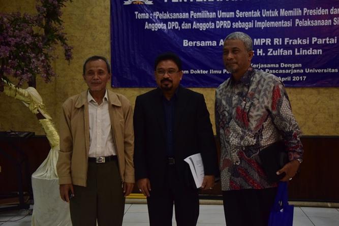 Para narasumber yang terdiri dari H. Zulfan Lindan dan Dr. T.B Massa