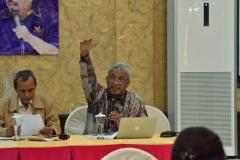 Dr. T.B Massa Jafar saat memberikan jawaban
